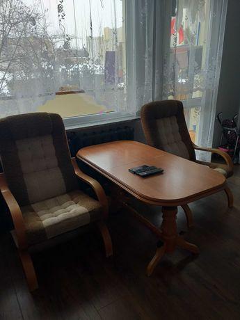 Dwa fotele i ława