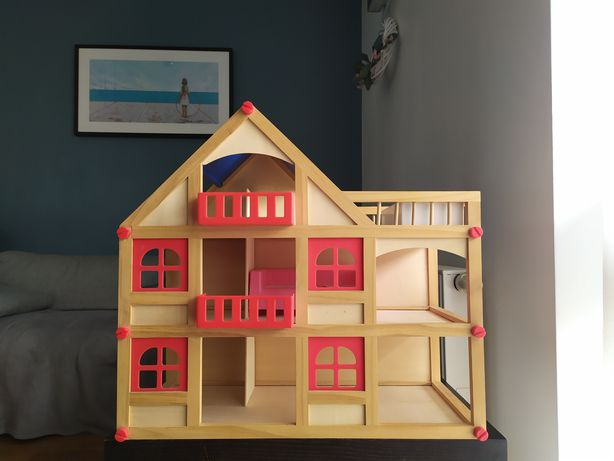 Domek drewniany dla lalek 51 wys. x 55 szer x 26,5 gł