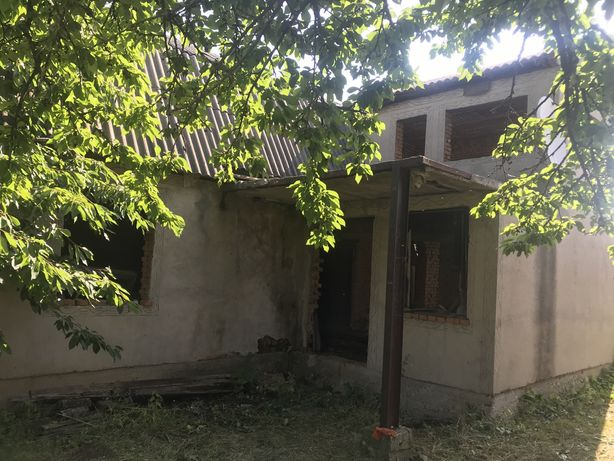 Продається недобудований будинок в м Хотин