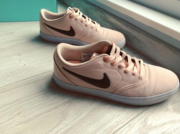 Nike Trampki Coral