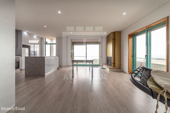 Apartamento T3 moderno na primeira linha do mar em Esmoriz
