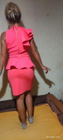 Платье ярко - розовое