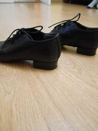 Взуття для танців для хлопчика 6-8 років