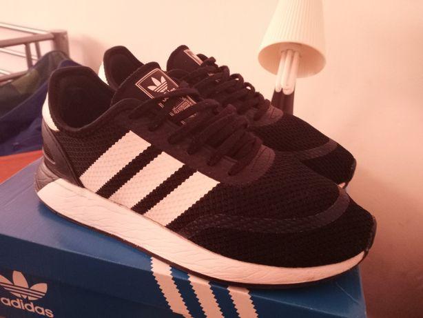 Tênis marca Adidas