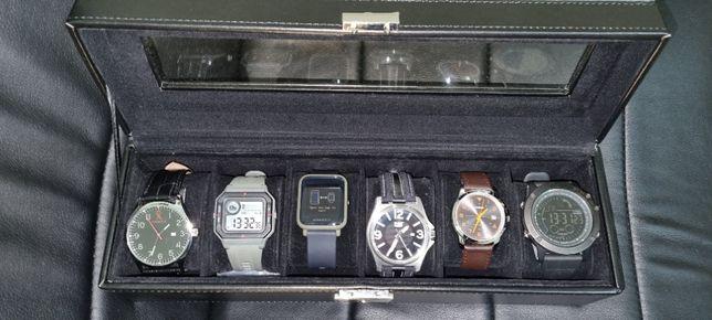 Cofre com vários relógios , todos operacionais