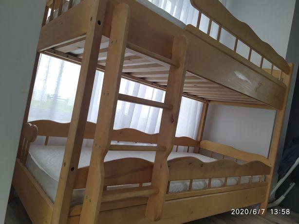 Двоповерхове дитяче ліжко
