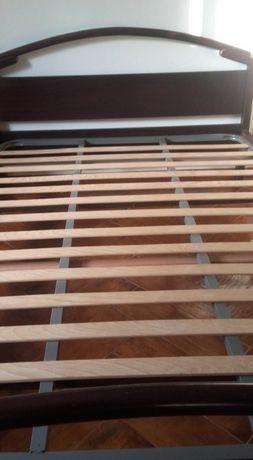 Mobília de Quarto Casal- cama c/ colchão + mesas de cabeceira + cómoda