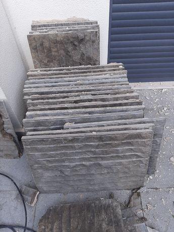 Pedra rustica em bom estado
