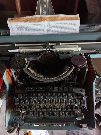 """Печатная машинка """" Листица"""" совдеповская ,состояние хорош.лента на три"""