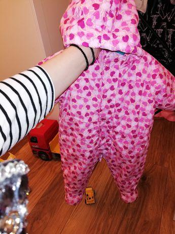 Kombinezon niemowlęcy 62 dziewczynka różowy serduszka