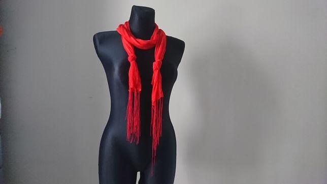 długi czerwony szalik jesienny chusta