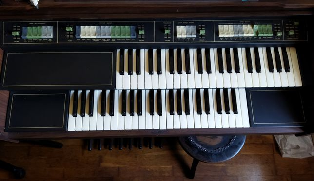 Vendo Órgão eléctrico Belton, a funcionar