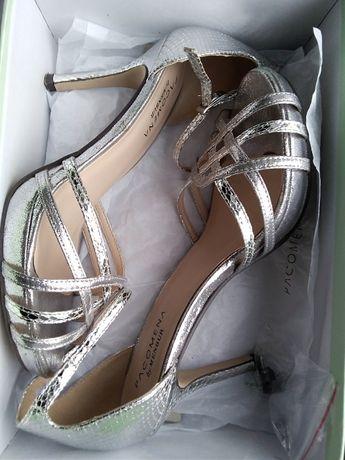 Sandały damskie roz. 38, kolor srebrny, firmy Pacomena by Menbur
