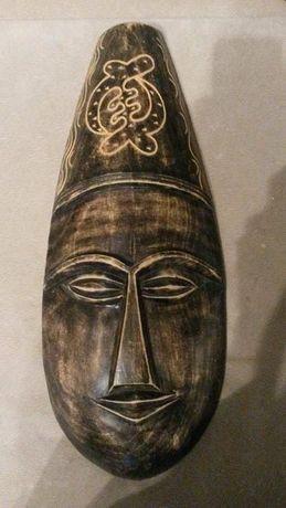 Drewniane maski