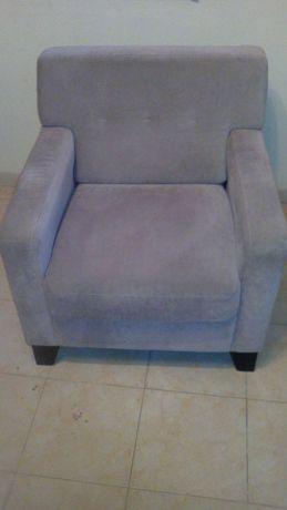 sofá de um lugar em veludo