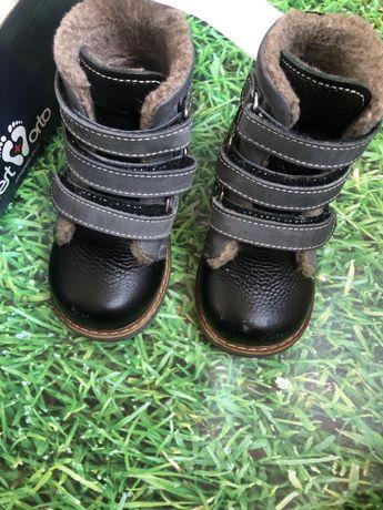 Продам зимні ортопедичні ботиночки 23р. Устілка 14см.