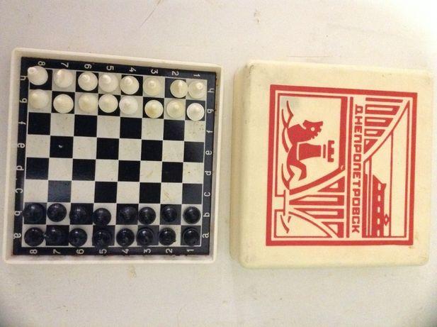 Продам магнитные шахматы.
