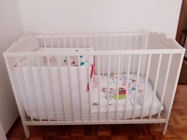 Berço de bebé completo com acessórios da Tuc Tuc