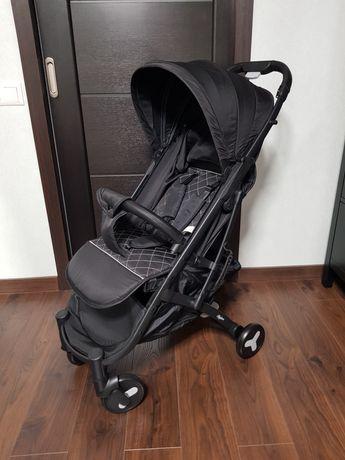 Компактная прогулочная детская коляска новая
