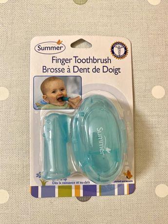 Детская зубная щетка для малыша на пальчик