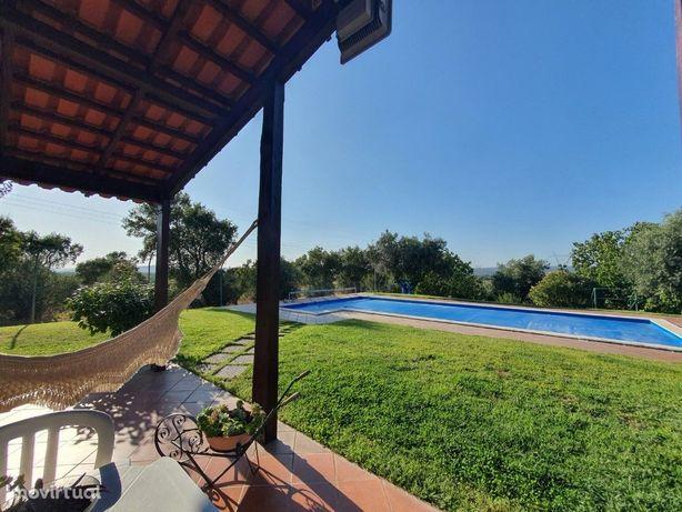 Quinta T5 com piscina ,inserida em lote com 17,250 m2.