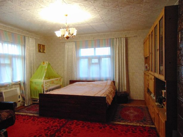 Продам деревяний будинок в смт Рокитне