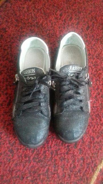 Кроссовки -туфли 36 размер
