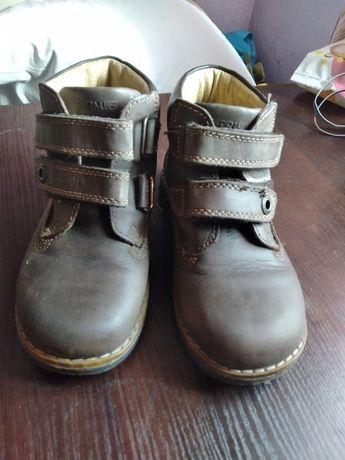 Взуття на хлопчика 28 розмір.