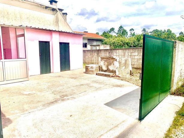 Moradia T2 p/ recuperar com  logradouro,  S.J de Ver- Sta Maria da Fei
