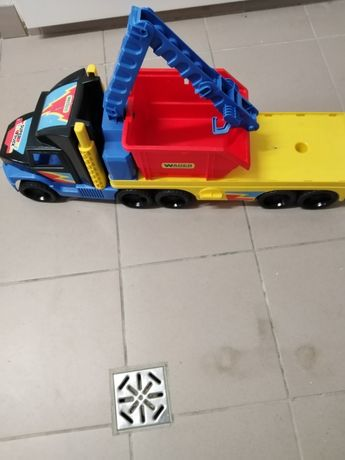 Duży samochód dla dziecka
