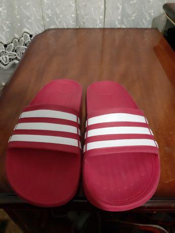 Фирменные шлепки для девочки фирма Adidas