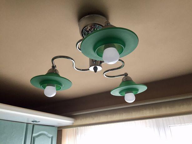 Żyrandol sufitowy/ oświetlenie - (żyrandol, kolekcja) zielony