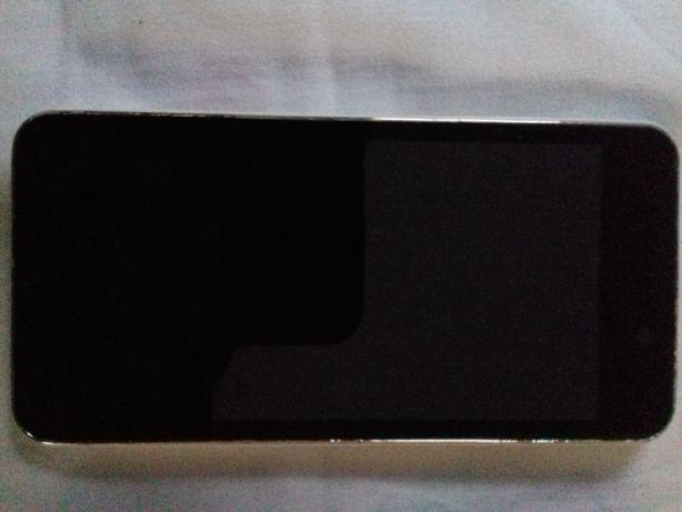 Doogee Valencia DG800 com ecrã inativo