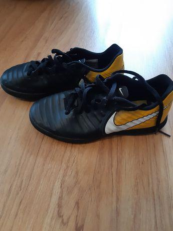 Buty sportowe Nike halówki,
