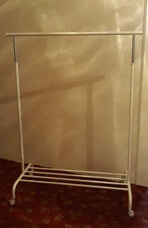 Wieszak-stojak ubraniowy