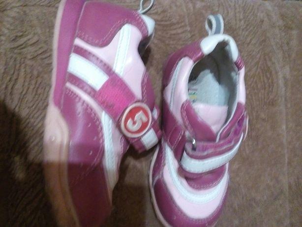 Продам туфли для девочки р 24кожа нат. +искусств.,стелька 14 см