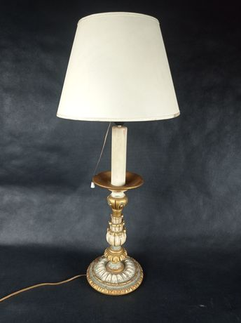 Duża stylowa lampa stojąca z abażurem
