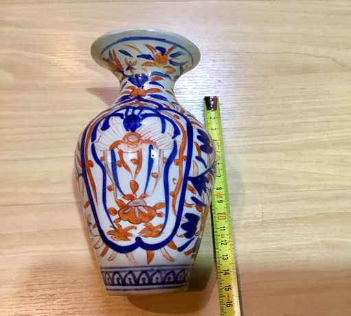 Pequena jarra antiga em porcelana