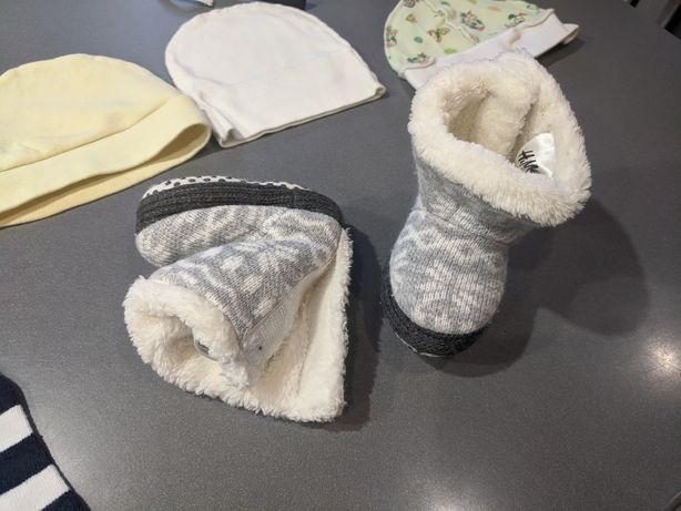 Шапочки для немовлят, м'якенькі уггі, теплі шкарпетки, рушничок
