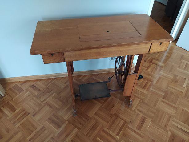Maszyna do szycia stołowa Łucznik