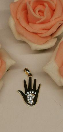 złoty wisior w dłoni stópka próba 585 idealna na prezent!