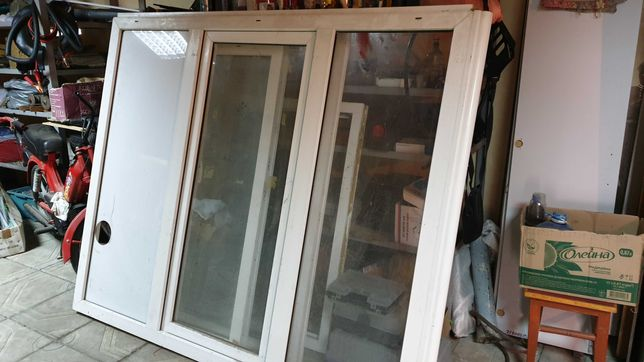 Продам пластиковые окна( демонтаж балкона)