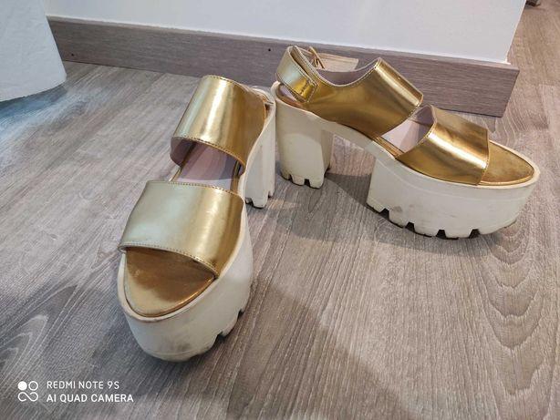 Sandálias Not Yet, tamanho 39