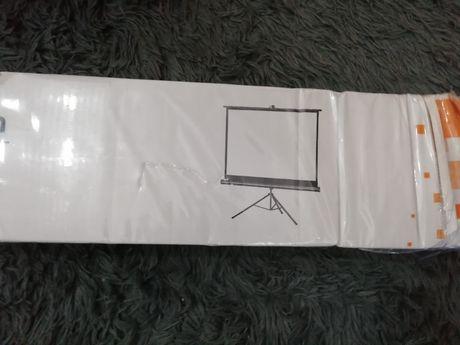 Ekran projekcyjny celexon 133x100 cm ze statywem