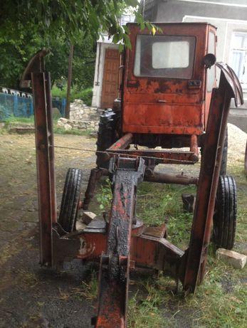 Трактор Т16 з грейферним погрузчиком.