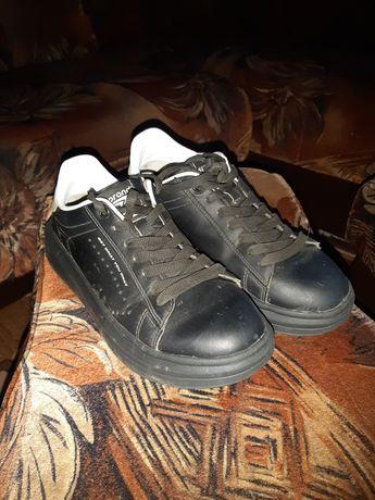 Продам,кроси,розмір 35