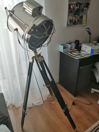 Lampa podłogowa.