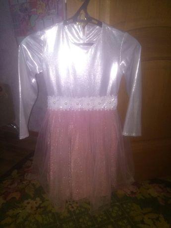 Нарядное платье на девочку 8-10 лет.