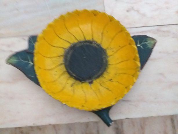 Peça  decorativa , flor de girassol  em madeira