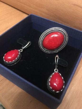 Набор серьги и кольцо с красным камнем